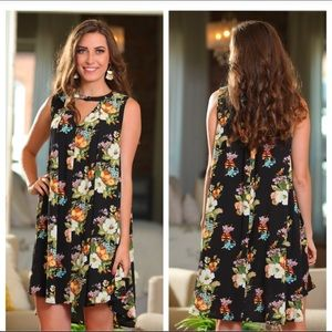 Cute swing floral dress! Small